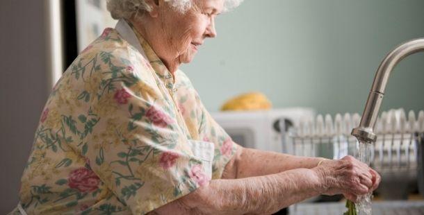 Aide au repas cuisine personne âgée aide à domicile - Horizon Bleu